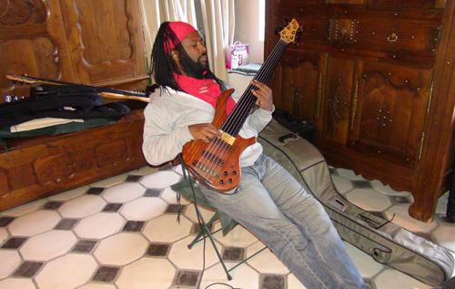 """Olivier Carole, basse (Enregistrement des albums """"La Barque ailée et l'Albatros"""")"""