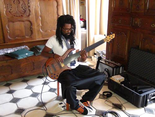 """Olivier Carole, basses (Enregistrement des albums """"La Barque ailée et l'Albatros"""")"""